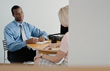 How to conduct an effective interview image